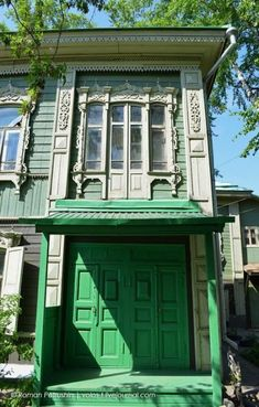 Russian wooden house in the city of Tomsk, Siberia. Wooden Architecture, Russian Architecture, Cultural Architecture, Amazing Architecture, House Plans One Story, Best House Plans, House Windows, Facade House, All About Doors