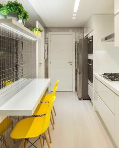 Hello people! Não me canso nunca desta cozinha maravideusa da minha amiga e lacradora Tais Neto {@taisnetto_arquitetura}.