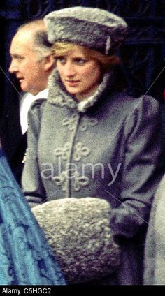 Décembre 13 1981: Diana, Princess Of Wales, Arrive à Gloucestershire