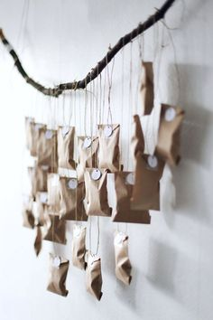 Beautiful and creative DIY Christmas advent calendars. A cute and fun way to count down the days until December 25 with the kids. Christmas Countdown, Noel Christmas, Christmas Is Coming, Winter Christmas, Christmas Crafts, Advent Calenders, Diy Advent Calendar, Homemade Advent Calendars, Minimalist Christmas