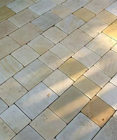 Sandstone cobbles/driveways setts - This sandstone is perfect for both driveways and paved areas where a border is required. A Cotswold buff tone with time-worn edges. Cobbled Driveway, Cobblestone Driveway, Driveway Paving, Cotswold House, Path Edging, Sandstone Paving, Front Walkway, 1930s House, Coastal Gardens