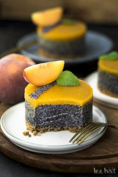Simple poppy seed tarts with biscuit base and peach icing - Ina Eats- Einfache Mohntörtchen mit Keksboden und Pfirsichguss – Ina Isst Recipe for delicious poppy seed tarts! Sweet Recipes, Cake Recipes, Dessert Recipes, Mini Desserts, Plated Desserts, Poppy Cake, Food Cakes, Cake Cookies, Brownie Cookies