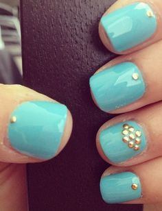 Could be recreated using our gold metallic dots - http://www.sparkly-nails.co.uk/Metallic-Dots_c_642.html