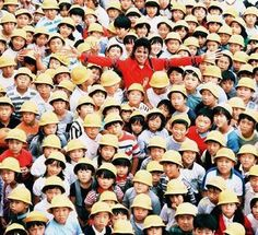 Michael Jackson in Japan 1987 ;) He always loved babies and all children of the world ღ @carlamartinsmj