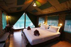 Het Khao Sok National Park maakt deel uit van het grootste tropische regenwoud van Thailand. 's avonds slaap ik in het park in een Rainforest Camp. #KhaoSok #Thailand