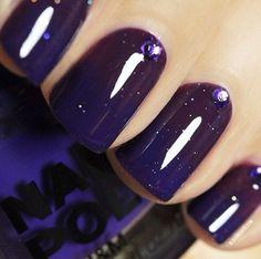 Pretty navy blue nails