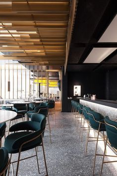 Glamorous and exciting restaurant interior decor ideas. Discover out entire collection of luxu. Modern Restaurant Design, Luxury Restaurant, Modern Interior Design, Luxury Interior, Interior Exterior, Interior Architecture, Luxury Bar, Café Bar, Restaurant Furniture