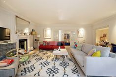 Beautiful 3 bedroom lateral apartment perfectly located with direct access to one of Notting Hill's famous communal gardens fitting up to 4 guests. The flat has been beautifully designed and is perfect for a family with young children or couples.