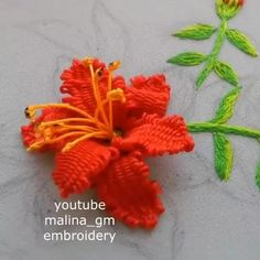Hand Embroidery Patterns Flowers, Simple Embroidery Designs, Basic Embroidery Stitches, Hand Embroidery Videos, Embroidery Stitches Tutorial, Embroidery Flowers Pattern, Creative Embroidery, Diy Embroidery, Needlepoint Stitches