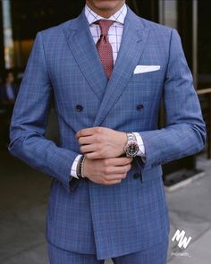 Blue suit With Its Accessory tie