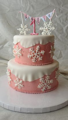 Winter Onederland  Cake by momma24.  This would be a fun cake for Ashlynn's 2nd birthday!