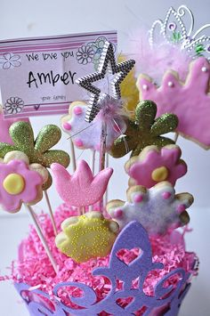 DIY cookie bouquet...this would be perfect for graduation goodies :)