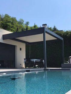 Habiller élégamment sa façade et Aménager son extérieur avec une Pergola Bio Climatique à lames orientables afin d'en profiter tout au long de l'année bien à l'abris de la chaleur et de la pluie... L'éclairage Led intégré pour prolonger les soirées d'été...