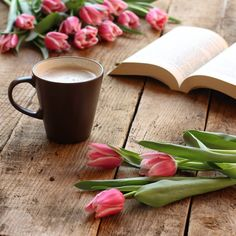 Tulips and Coffee Coffee And Books, I Love Coffee, My Coffee, Coffee Reading, Good Morning Coffee, Coffee Break, Gd Morning, Tuesday Morning, Coffee Photography