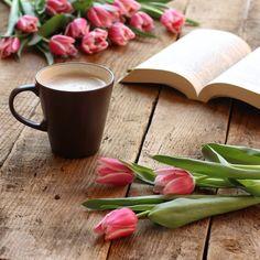 Tulips and Coffee Coffee And Books, I Love Coffee, My Coffee, Coffee Reading, Good Morning Coffee, Coffee Break, Gd Morning, Tuesday Morning, Coffee Photography