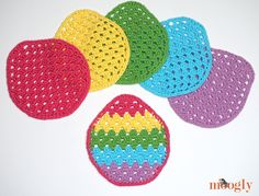 Ravelry: Easter Egg Granny Washcloth pattern by Tamara Kelly All Free Crochet, Knit Crochet, Pillow Pals, Easter Garland, Easter Crochet Patterns, Crochet Decoration, Bobble Stitch, Crochet Dishcloths, Happy Colors