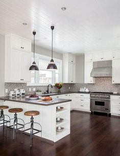 61 Top Sleek Contemporary Kitchen Designs Inspiration - Page 52 of 63 Refacing Kitchen Cabinets, Modern Kitchen Cabinets, Kitchen Layout, Shaker Cabinets, Kitchen Counters, Kitchen Backsplash, White Cabinets, Soapstone Kitchen, Backsplash Design