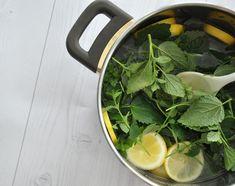 Rezept • Selbstgemachter Zitronen-Melissen Saft Spinach, Vegetables, Food, Juice, Homemade, Drinking, Recipes, Meal, Eten