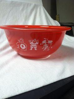 Vintage Pyrex Christmas Bowl - So cute!