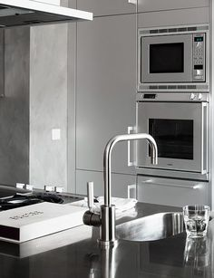Stainless steel and grey in the kitchen - via Coco Lapine Design