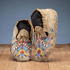 For Auction: Santee Sioux Beaded Hide Moccasins, From the Collection (#0176) on Sep 18, 2020 | Cowan's Auctions in OH Native American Moccasins, Native American Clothing, Native American Design, Native American Artifacts, Native American Beadwork, American Indian Art, Native American Indians, Native Art, Sioux