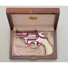 My dream gun a pink revolver! I have this weird obsession for revolvers! Pink Guns, Pink Hand Guns, Armas Ninja, Love Gun, Fire Powers, Cool Guns, Guns And Ammo, Concealed Carry, Self Defense