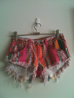 I had a pair of these shorts in the early I would have only kept my Clarissa Explains It All wardrobe.O'and if I could actually fit my ass in these shorts now. Passion For Fashion, Love Fashion, Diy Shorts, Tribal Shorts, We Are The World, Festival Fashion, Playing Dress Up, Spring Summer Fashion, Dress To Impress