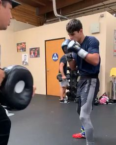 💪🏼🦵🏼🔥🥊🔫 ———————————————— Fôłłôŵ ——-> For awesome and amazing cool Fittness videos 🔥💪🏼💪🏼🦵🏼🦵🏼🙅🏽♂️🔥 ———————————————— Boxing Training Workout, Boxer Workout, Mma Workout, Gym Workout Videos, Kickboxing Workout, Best Cardio Workout, Gym Workouts, Kickboxing Women, Mma Training