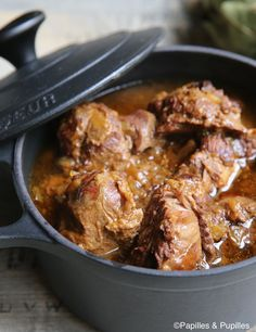 Pork cheeks confit with cider and honey Joue de porc confites – Station De Recettes Pork Recipes, Crockpot Recipes, Cooking Recipes, Healthy Recipes, Pork Cheeks, Good Food, Yummy Food, Salty Foods, Food Videos
