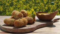 Try serving these crisp ham croquettes as a party snack or as part of a tapas menu. Tapas Recipes, Snack Recipes, Snacks, Ham Recipes, Tapas Menu, Food Menu, Nibbles For Party, Garlic Mayo, Gastro Pubs
