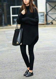 Fashion : Fall / Winter. Oversized black sweater, cropped black skinny jeans, black oxfords.