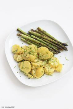 Momentan bin ich total im Kartoffel-Fieber! Ob knusprig gebacken aus dem Ofen, als Salz- oder Bratkartoffel, oder aber in Form von einem ...