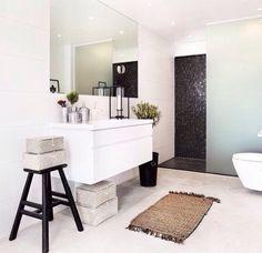 Schöne Badgestaltung   Luxus Interieur Mit Vier Lampen Und Weißen Fliesen    77 Badezimmer Ideen Für Jeden Geschmack | Home | Pinterest | Badgestaltung,  ...