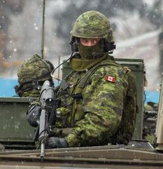 Military Gear, Military Police, Military Equipment, Military History, Military Uniforms, Canadian Soldiers, Canadian Army, Force Pictures, Royal Canadian Navy