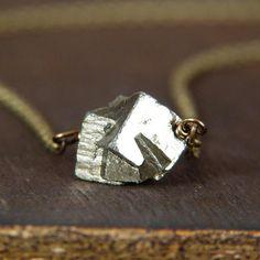 Pirite filo avvolto ciondolo collana  regalo di di Lightborn, $25.00
