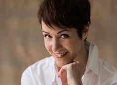 Ich bin Anja Frankenhäuser. Von Beruf Make up Artist und Bloggerin. Der Name Schminktante ist also Programm. Beautyreviews, Schminktipps, Trendlooks!