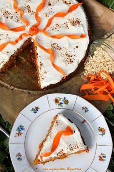 Dietetyczne ciasto marchewkowe na płatkach owsianych, z orzechami i żurawiną