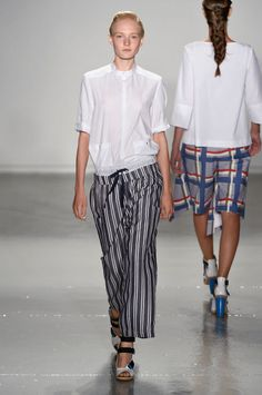 """<p tabindex=""""-1"""" class=""""tmt-composer-block-format-target tmt-composer-current-target"""">Suno Spring 2015, Look 12: When these double waist Suno pants came down the runway, I had to use all my restraint not to run after the model and steal them right then and there. They're too cool to not own."""