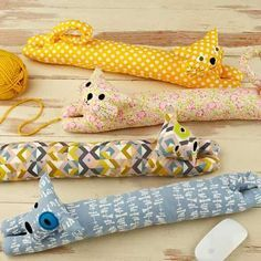 desktop pets wrist rest sewing pattern, new from straight stitch society Cat Crafts, Sewing Crafts, Sewing Projects, Pillow Crafts, Diy Pillows, Sewing For Kids, Free Sewing, Draught Excluder Diy, Door Draught Stopper