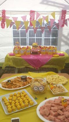 Girly minion birthday party. Girly minion cake.