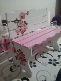 Stool Makeover, Furniture Makeover, Diy Furniture, Tole Painting, Diy Painting, Painted Benches, Decoupage Wood, Funky Painted Furniture, Shabby Chic Crafts