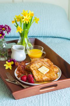 Ideas Breakfast In Bed Ideas Brunch For 2019 Romantic Breakfast, Good Morning Breakfast, Mothers Day Breakfast, Breakfast In Bed, French Toast Brunch Recipe, Healthy French Toast, Breakfast Platter, Breakfast Casserole Easy, Brunch Recipes