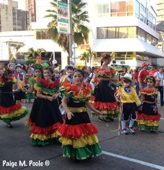 Carnival in Colombia Colombian Culture, Thirty Two, Spanish Speaking Countries, Carmen Miranda, Next Holiday, How To Speak Spanish, Carnival, Dreams, Costumes