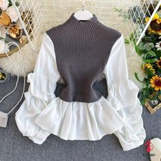 Pull Court, Jumper Shirt, Red Skirts, Looks Vintage, Normcore, Skirt Outfits, Pulls, Shirt Sleeves, Pullover Sweaters