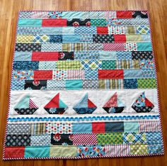 Like the idea of a patchwork quilt with a single row of appliques - probably birds or elephants, though. baby quilt with sailboats Quilt Baby, Sailboat Baby Quilt, Baby Quilt Patterns, Quilting Patterns, Nautical Baby Quilt, Nautical Placemats, Baby Quilt Tutorials, Nautical Prints, Scrap Quilt
