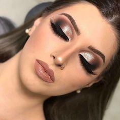 30 Pretty Christmas Makeup Ideas To Make You Look Hot Make Makeup, Prom Makeup, Bridal Makeup, Wedding Makeup, Classy Makeup, Simple Makeup, How To Make Hair, Eye Make Up, Weihnachten Make-up