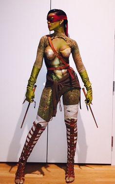 Rihanna celebrating Halloween as a Teenage Mutant Ninja Turtle. Badass Halloween Costumes, Halloween Kostüm, Cool Costumes, Costumes For Women, Celebrity Halloween Costumes, Estilo Rihanna, Mode Rihanna, Rihanna Fenty, Cosplay Outfits