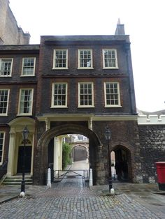 The new museum in the Charterhouse in Charterhouse Square in London officially opens to the public as of today, and – good news – admission is free. Guided tours of the site are also Cont....…