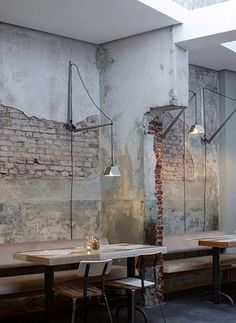 ideas restaurant booth seating design ceilings for 2019 Rustic Coffee Shop, Coffee Shop Design, Coffee Shops, Rustic Cafe, Coffee Cafe, Industrial Cafe, Industrial Interiors, Industrial Lighting, Vintage Industrial