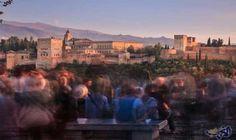 """كارلا باور تروي تجربتها عن السفر إلى إسبانيا: تروي الكاتبة كارلا باور عن تجربتها في السفر إلى غرناطة في إسبانيا ، قائلة """"حصلت أنا وعائلتي…"""